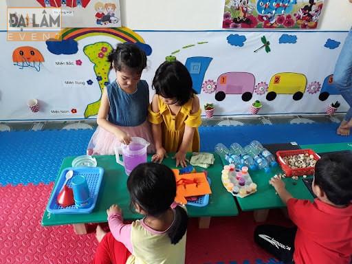 tổ chức các trò chơi cho trẻ em vui nhộn