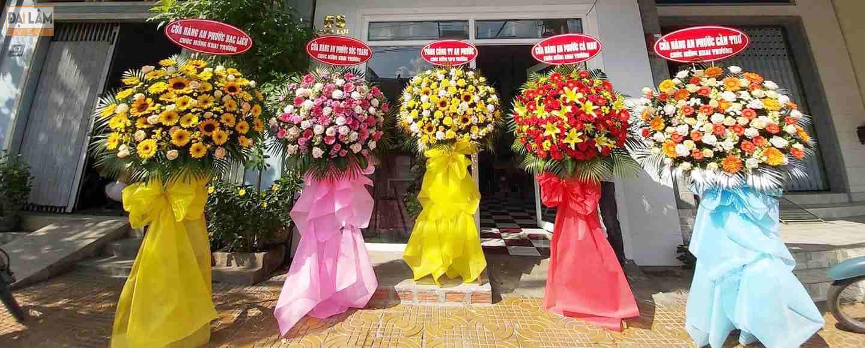 màu hoa trong sự kiện khai trương